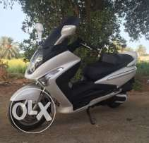 SYM Scooter 250 cc for sale in excellent condition. Model 2011