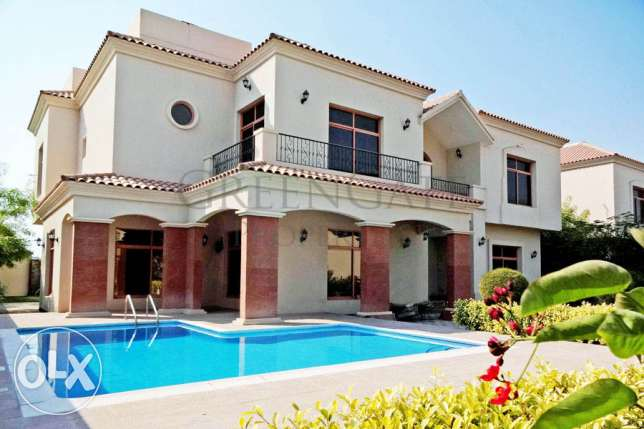 Luxury 4 Bed Villa with Pool and Garden!