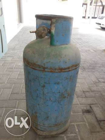 Saadik Gas Cylinder with Full Gas and Regulator. 28 BD with Delivery.