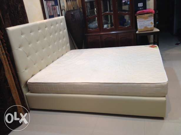 Leather King Bed and Mattress المحرق‎ -  3