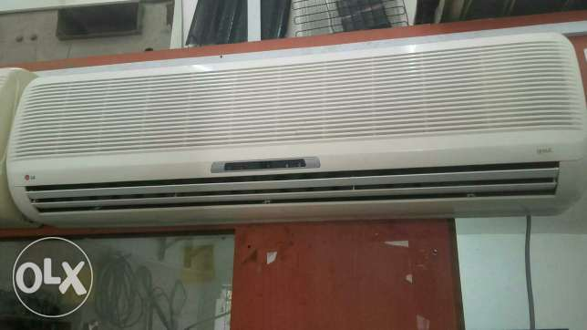 1.5ton LG split ac for sale good conditions good working with fexing