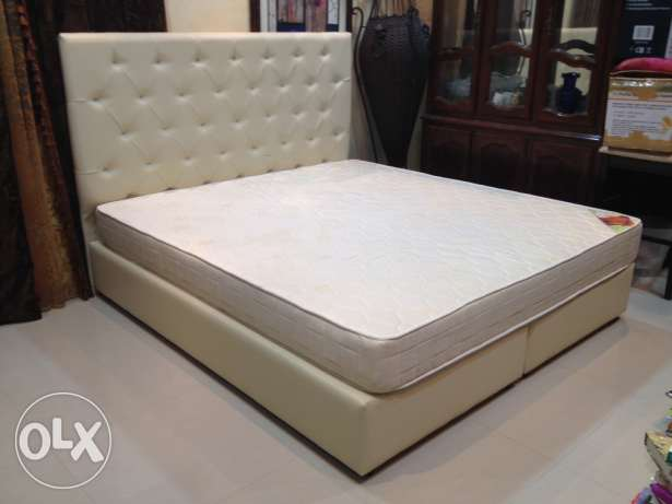 Leather King Bed and Mattress المحرق‎ -  1