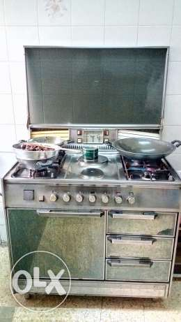 4 burner working good condition with 2 gas 40 pound