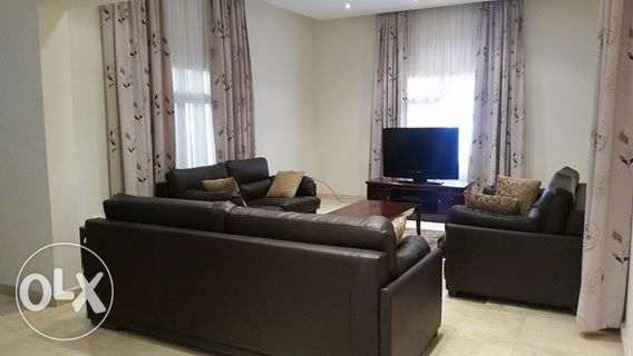 modern fully furnished villa with private pool close to Saudi causewy