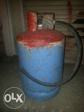 Small Saadik Gas Cylinder with full gas and Regulator.FREE DELIVERY.