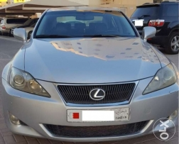 Lexus for sale is300 silver