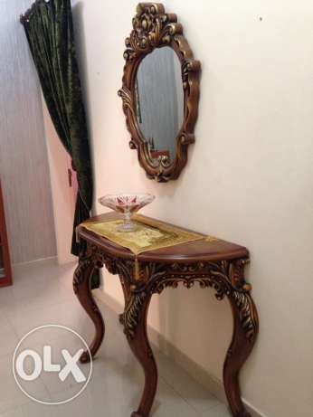 Exclusive mirror with table