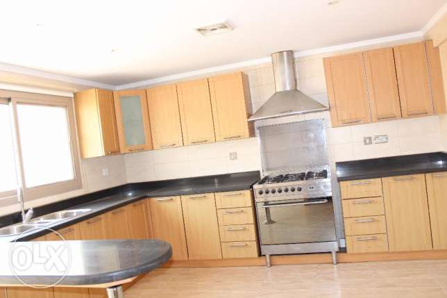 4 Bedroom Amazing bright s/f Villa in Adliya