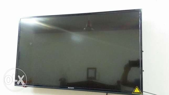 LED Skyworth 43 inches
