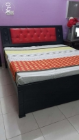 Duble bed with matress 1 side table