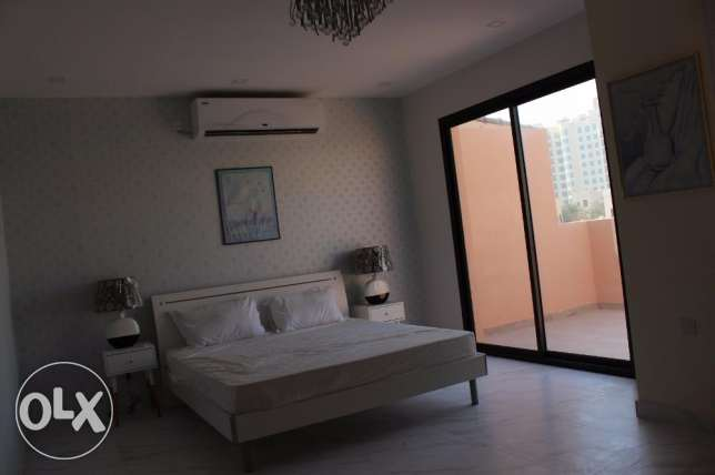 Amazing 3 Bedroom Villa for sale in Amwaj fully furnished جزر امواج  -  6