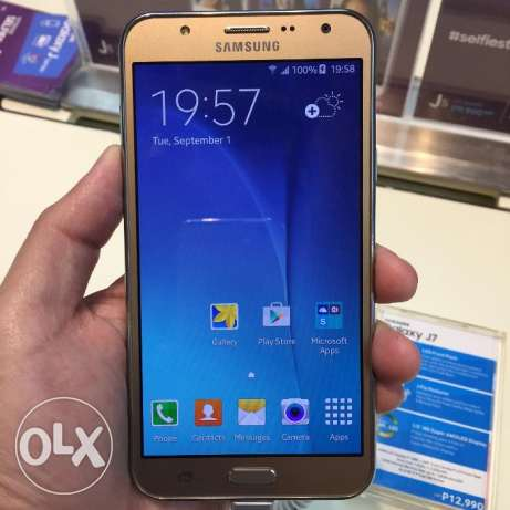 am selling a brand new samsung galaxy j7