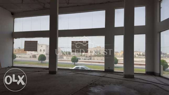 For rent a large shop overlooking the main road. Ref: RIF-MH-004