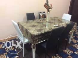 table excellent condition with 6 chairs