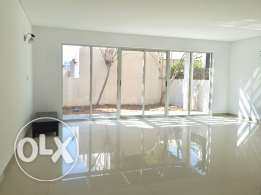 Five bedrooms Villa for rent in Amwaj-Island.