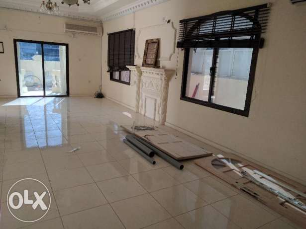 7 bedroom semi furnished villa for suitable to make office or clinic