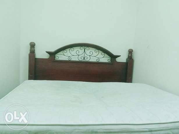 King size bed without matters urgent sale