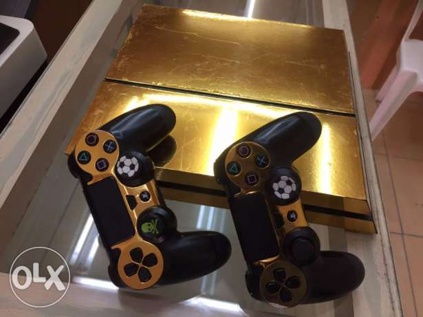PS 4 limited edition gold fancy covered with 7 games