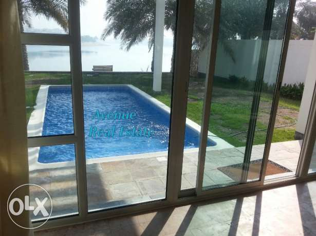 Amwaj Beach Front Amazing 4 BR Villa with private pool & garden!