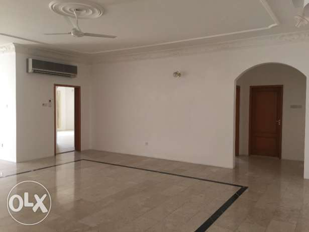 Spacious Well Maintained 3 Bedrooms Semi Furnished Apartmnet in Juffai