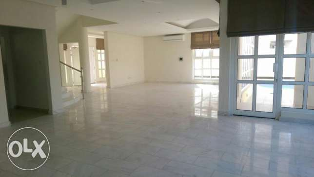 Beautiful 4 Bedrooms Villa 6 Bathrooms Verry Big Hall and Kitchen