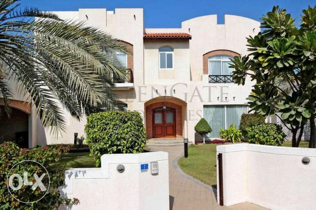 4 Bed Villa with Private Garden and Pool