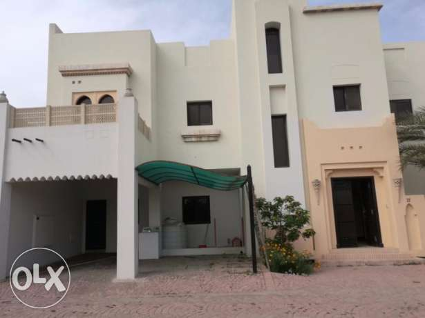 Beautiful 5 bedroom villa with private garden for rent at Janabiyah