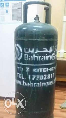 bahrain gas cylinder medium size with fitting and pipes