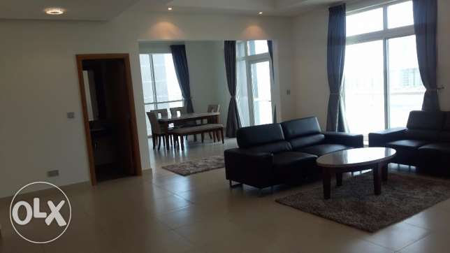 Sea view Modern apartment in Seef 2 BR / Balcony