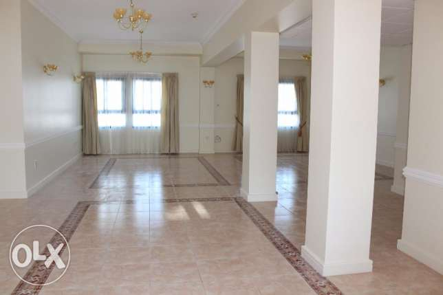 Huge 4 bedroom penthouse in Seef area/exclusive