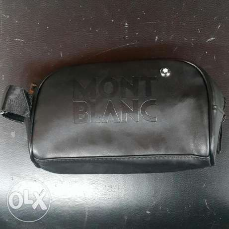 For sale hand bag for man color black. Brown mont blanc