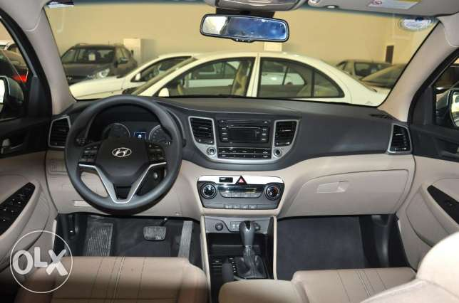Hyundai tucson ,agent maintained, under warranty,provides bank loan..