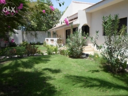 5 Bedroom semi furnished 1 level villa with large private garden