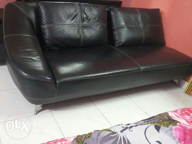 Lether sofa black colour very good condition very comfortable