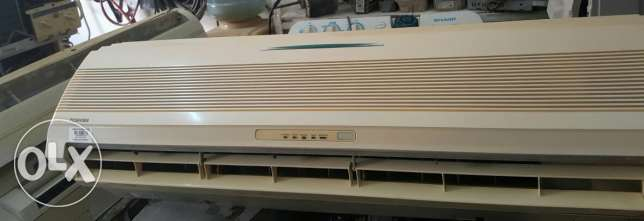 Toshiba split unit 2 ton good condition