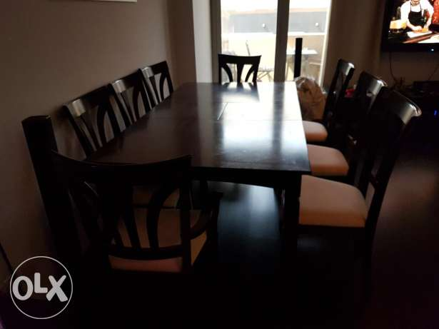 Dining table good condition and very clean 8 seater chairs expendable