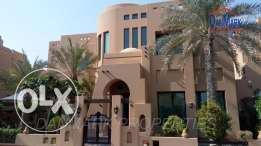4 BR Luxury Semi 3 Storey VILLA with Private Garden & Pool for rent