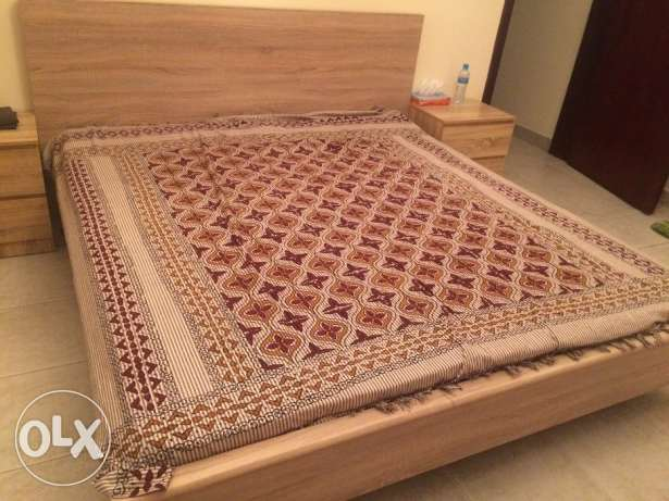 Master bed with side tabels