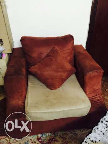 Dinning Table and Sofa Set for sale Excellent condition المنامة -  2