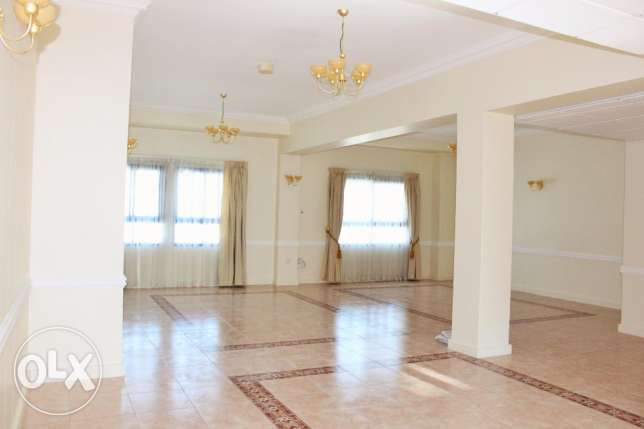 Amazing 4 Bedroom Penthouse s/f in Seef