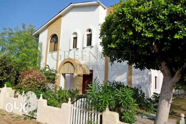 5 Bed Villa with Access to Communal Pool