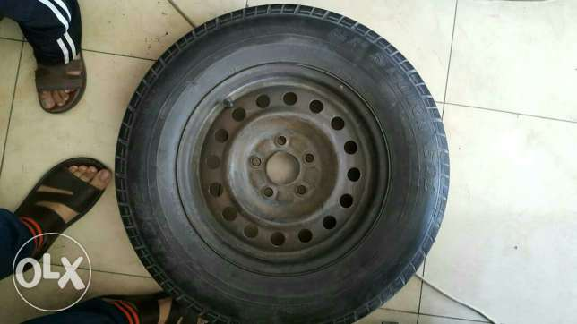 """4 original 15"""" rings with tyre for Nissan 5 bolt"""