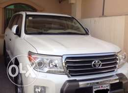Land crusier gxr v8 model 2013 under warranty completely agent maintained