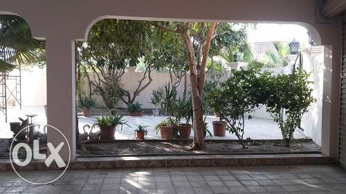 Lavish 5Br+maids room semi fur villa Nr Saar Mall W/Private Pool