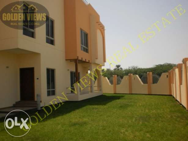 Hamala Modern 4 BR semi furnished villa with private garden / inclusiv