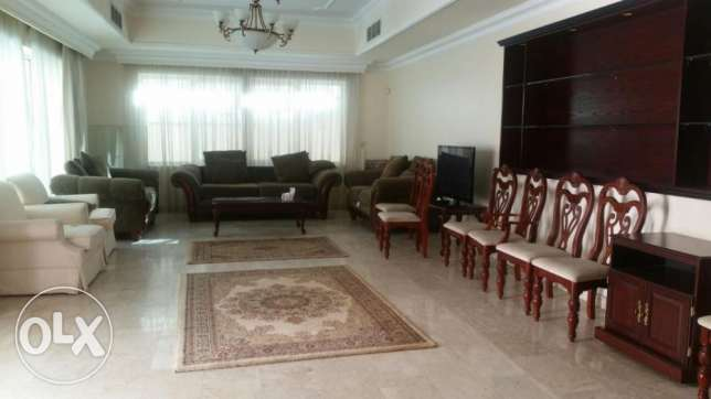 Luxurious 5 bedroom villa for rent in Juffair جفير -  5