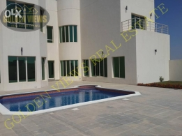 4 BR semi furnished villa with large private pool - inclusive