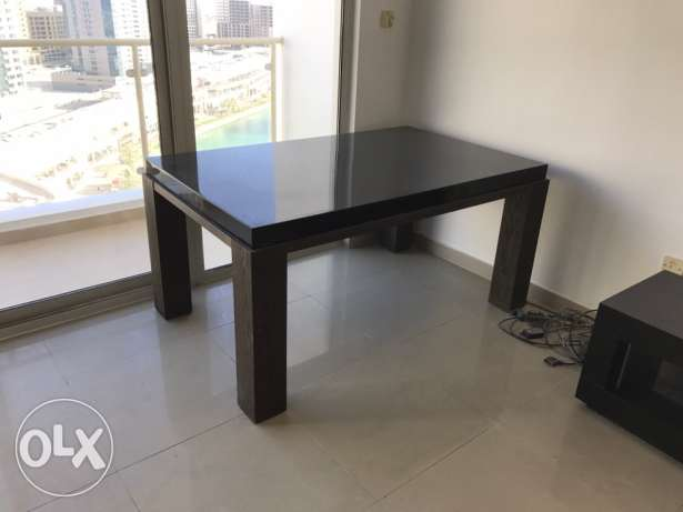 dinning table for sale in good condition