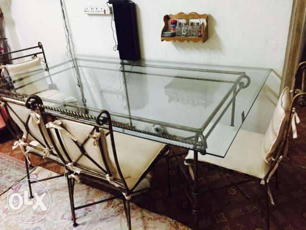 Dinning Table and Sofa Set for sale Excellent condition المنامة -  5