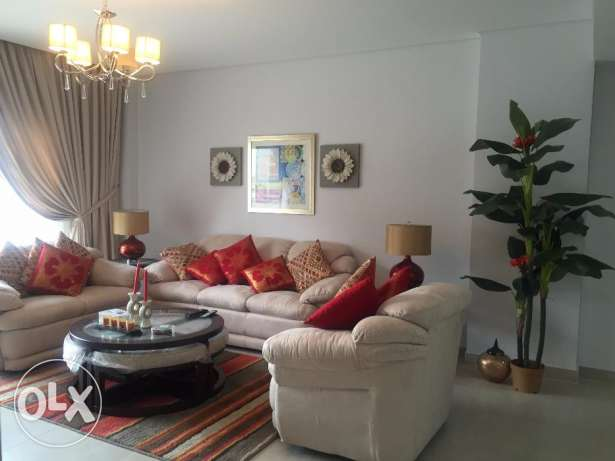Beautiful Two Bedrooms Fully Furnished Apartment in Amwaj